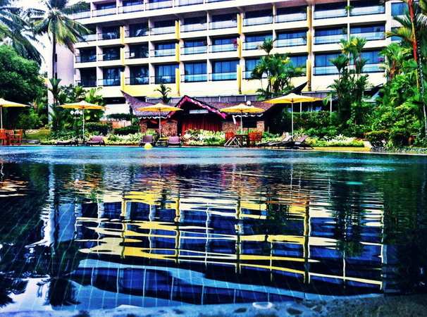 Batam View Swimming Pool