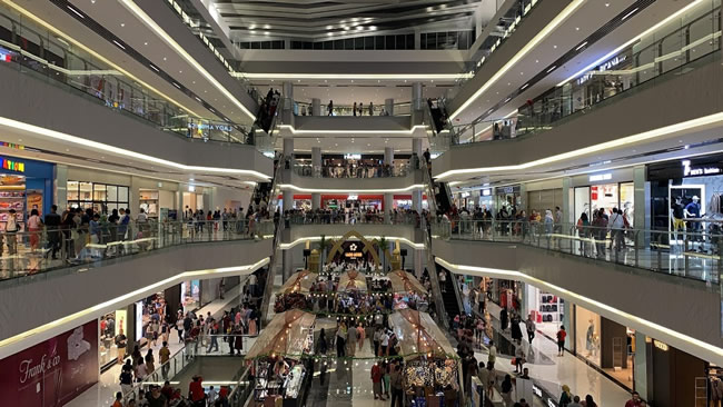 Top Batam Shopping Malls & Nearby Hotels